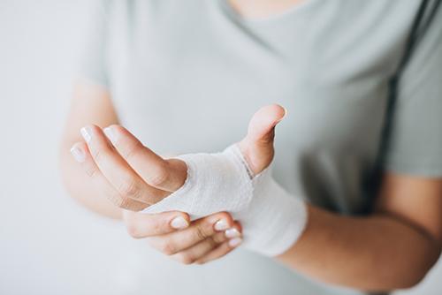 bandage-close-up-hands